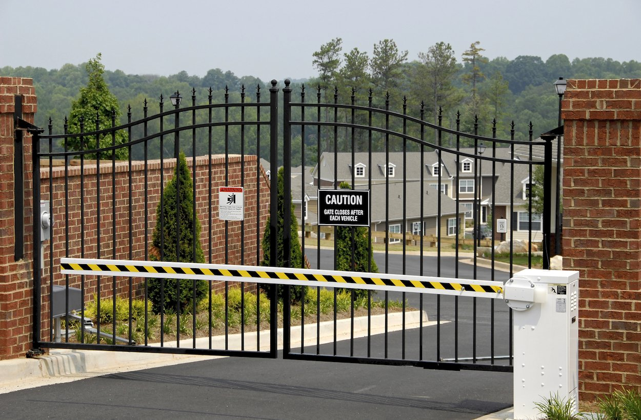 Residential And Commercial Gate & Fence Repair Service in Plano TX